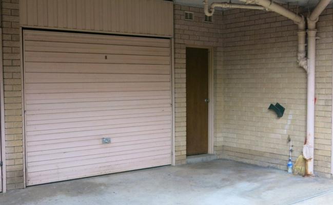 Parramatta-Garage in Queens Av near ferry & train