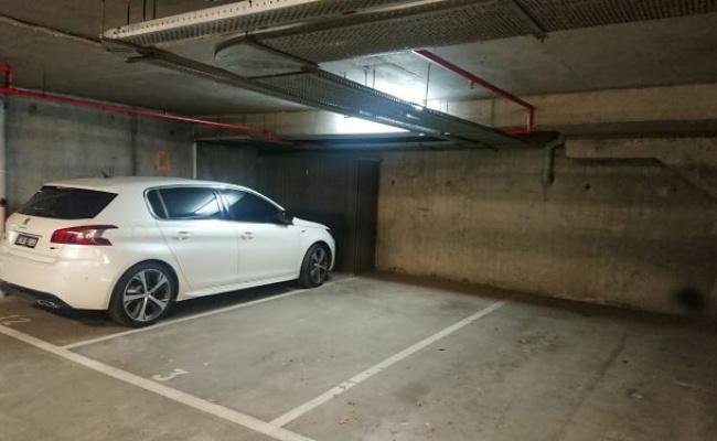 Indoor lot parking on Toorak Road in South Yarra VIC