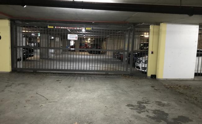 Secure Car Park - Potts Point - 600m from KC Station