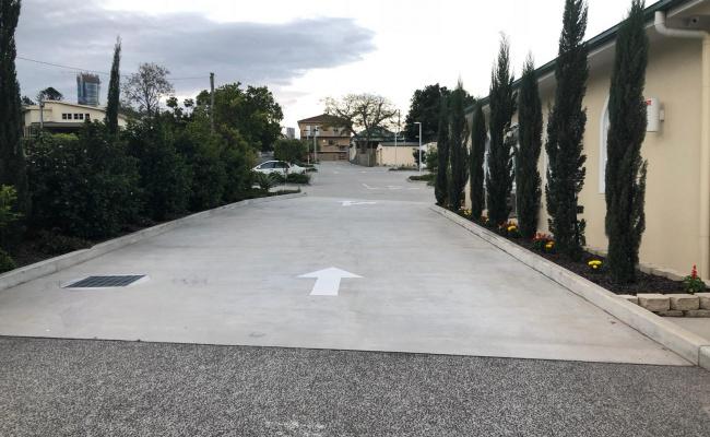 Outside parking on Vulture Street in Kangaroo Point