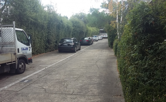 Parking lot in Hawthorn, close to p. transport