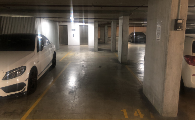 Great parking space in Ultimo near Broadway shopping Centre