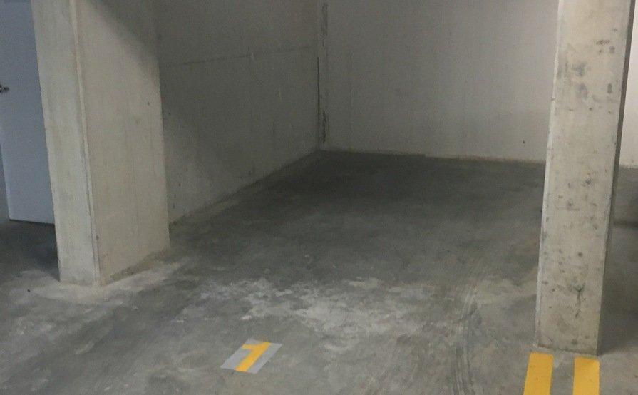 Lock up garage parking on Princes Hwy in St Peters
