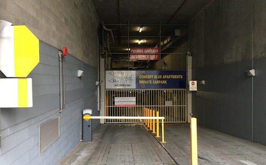 Lock up garage parking on La Trobe St in Melbourne
